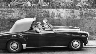 Peter Ustinov in his Lagonda Silver Magazine www.silvermagazine.co.uk