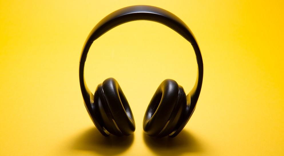 Headphones loud music can cause tinnitus Silver Magazine www.silvermagazine.co.uk
